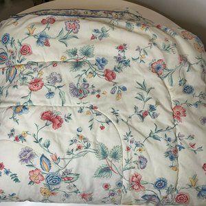 Laura Ashley Comforter size queen reversible print